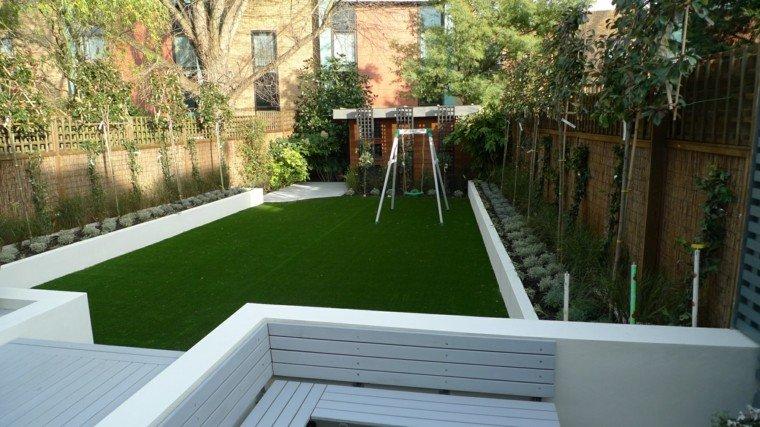 ideas patio blanco cesped alargado jardinera