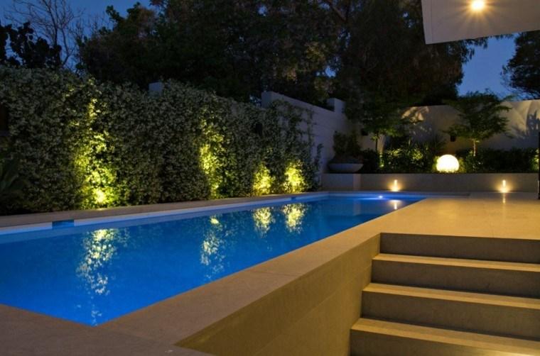 iluminacion exterior patio piscina muebles
