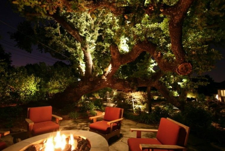 iluminacion exterior sillones fuego arbol
