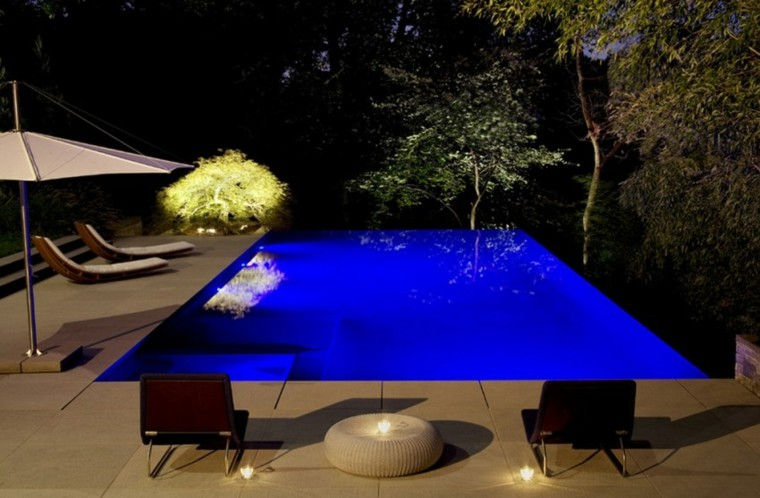 iluminacion exterior tumbona patio piscina