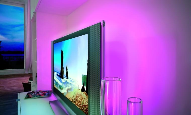 iluminacion indirecta led salon pared rosa