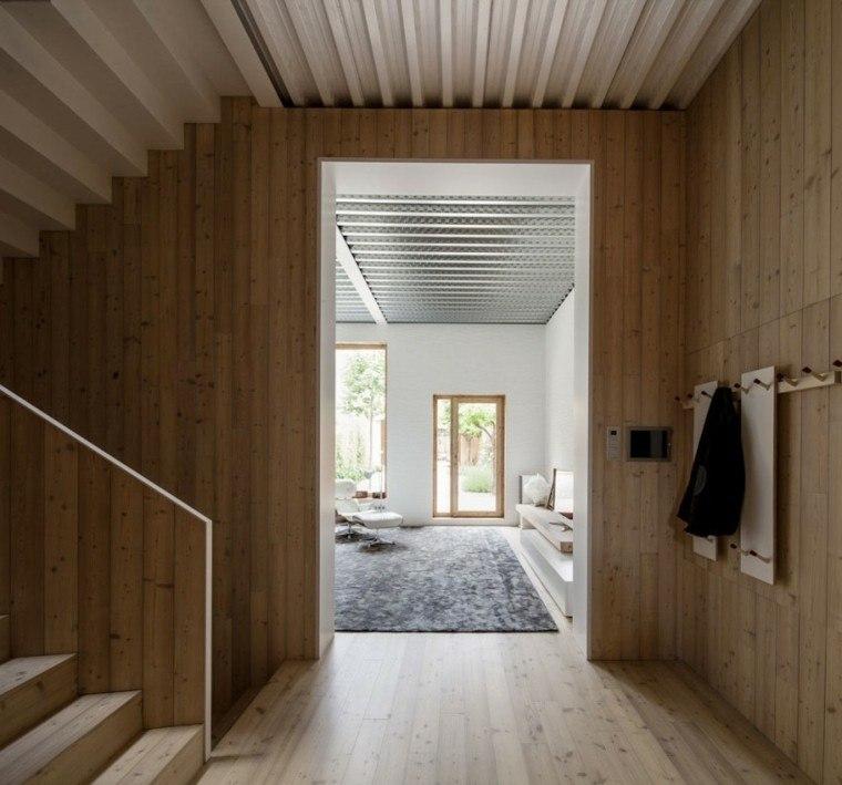 interior todo laminado madera pasillo