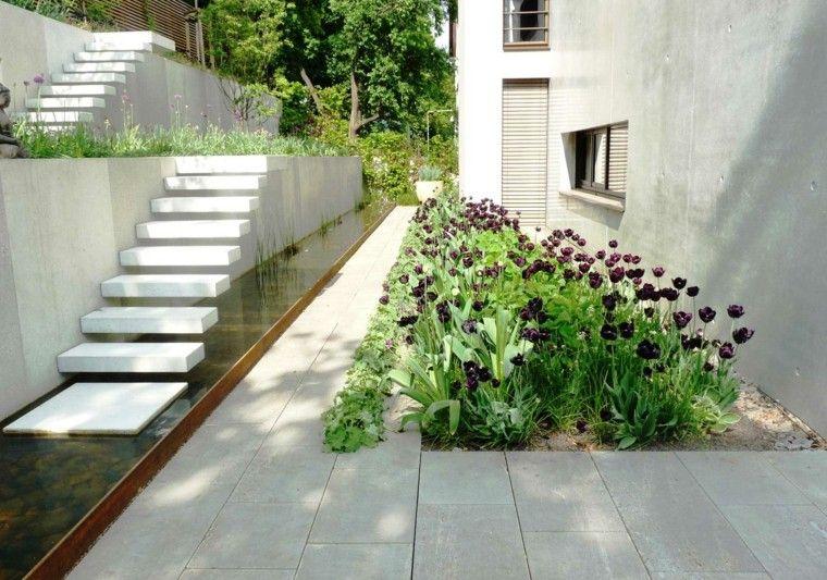jardin agua escaleras tulipanes precioso ideas