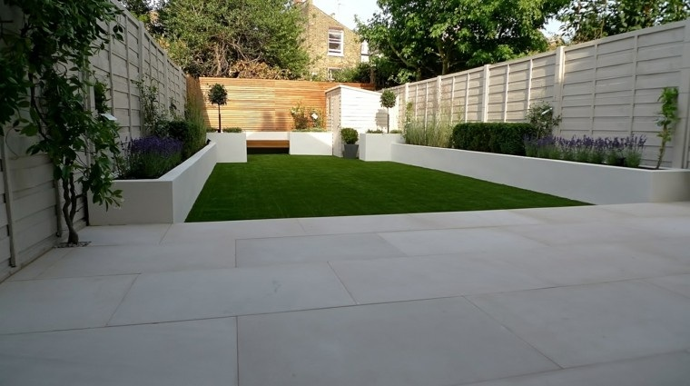 jardin alargado diseño moderno minimalista