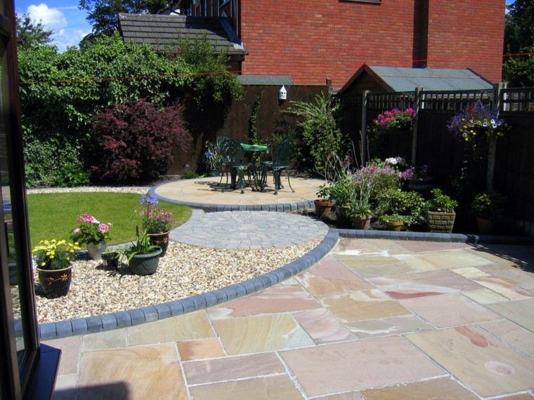 jardin amplio cesped losas grandes piedras ideas
