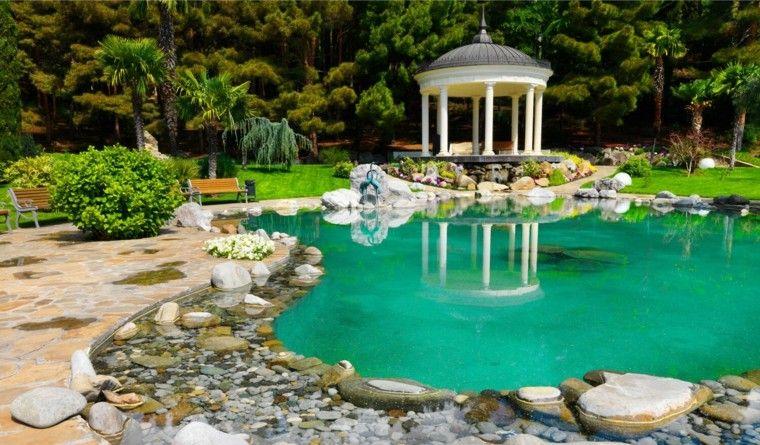 jardin amplio estanque grande agua cristalina ideas