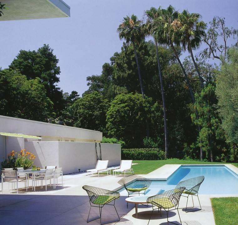diseño de jardines amplio muebles blancos piscina ideas
