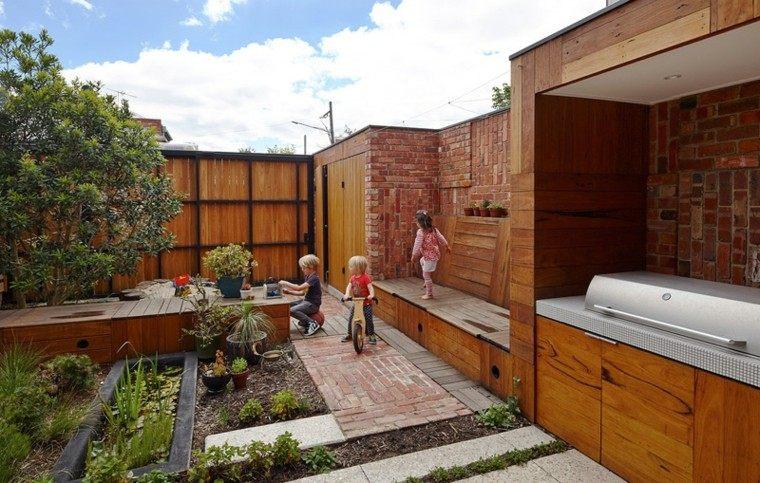 jardin casa suelo ladrillo bancos madera barbacoa ideas