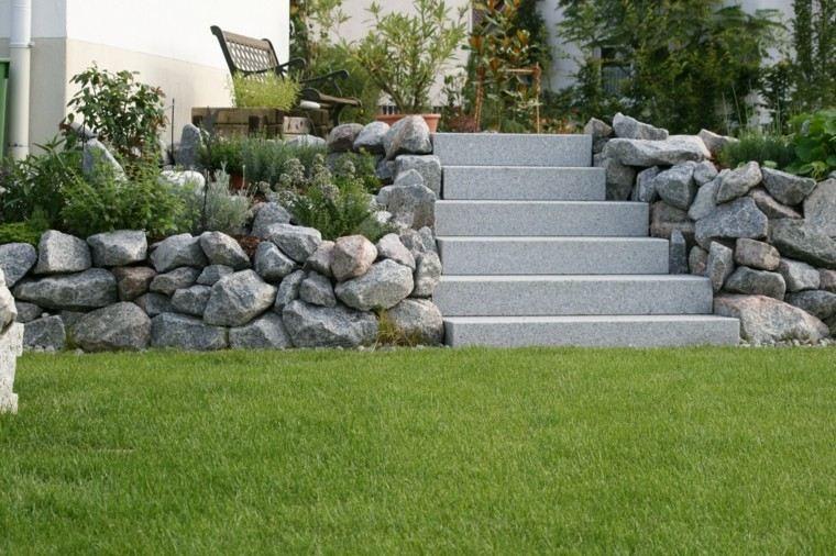 jardin cesped escaleras hormigon muro piedras grandes ideas