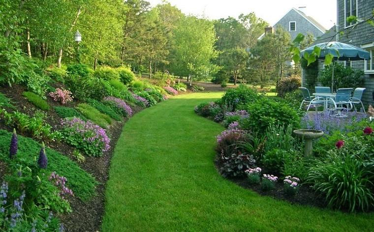 jardin en pendientes casa flores cesped patio
