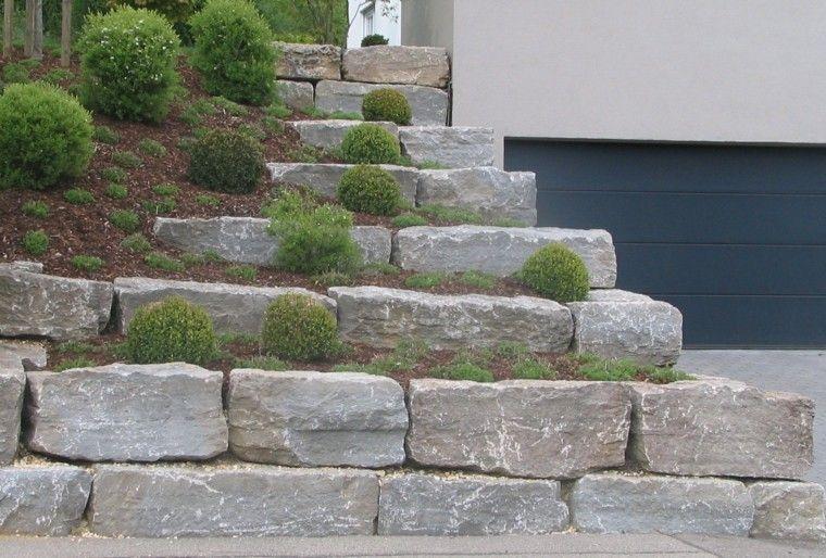 jardin en pendientes rocas casa garage muro
