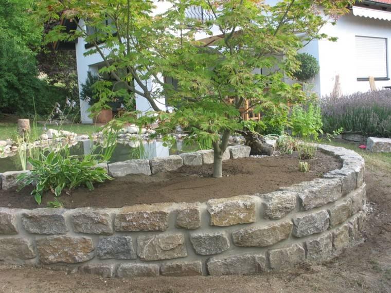 jardin en pendientes verde plantas estanque