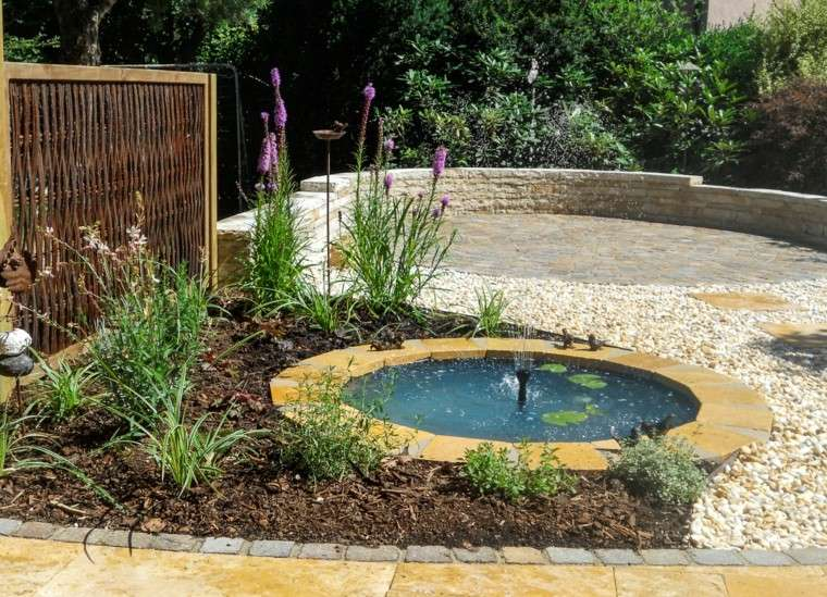jardin estanque pequeno muros piedra ideas