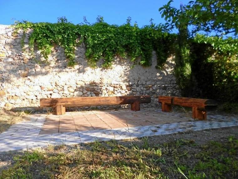 Muros en el jard n 75 ideas que te encantar n for Bancos exteriores jardin
