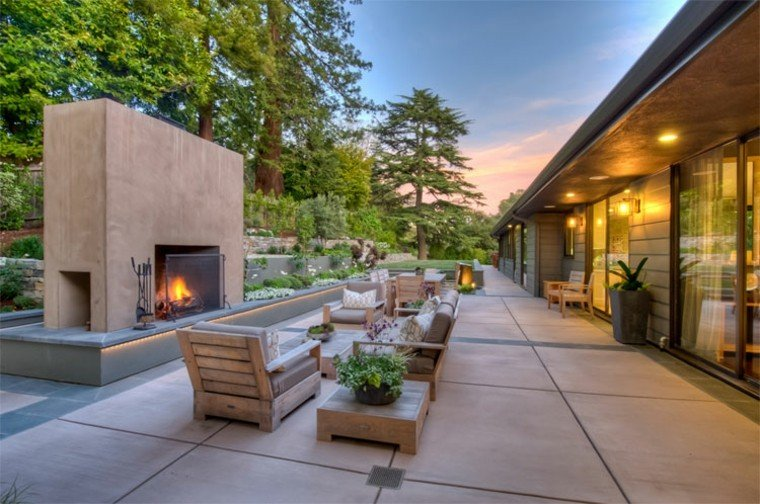 jardin estrecho muebles madera teca chimenea ideas