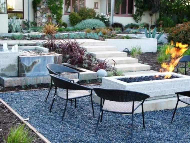 jardin guijarros lugar fuego sillas rattan ideas