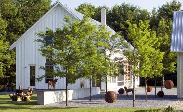 jardin guijarros minimalista bolas acero decorativas ideas