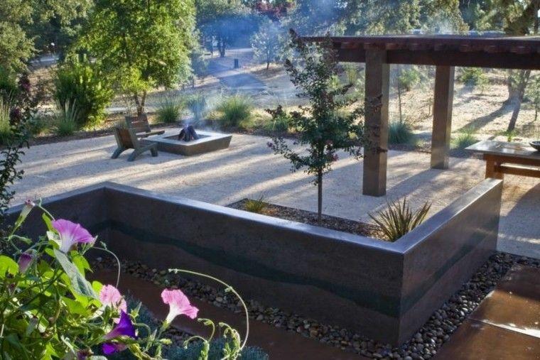 jardin guijarros pergola madera lugar fuego ideas