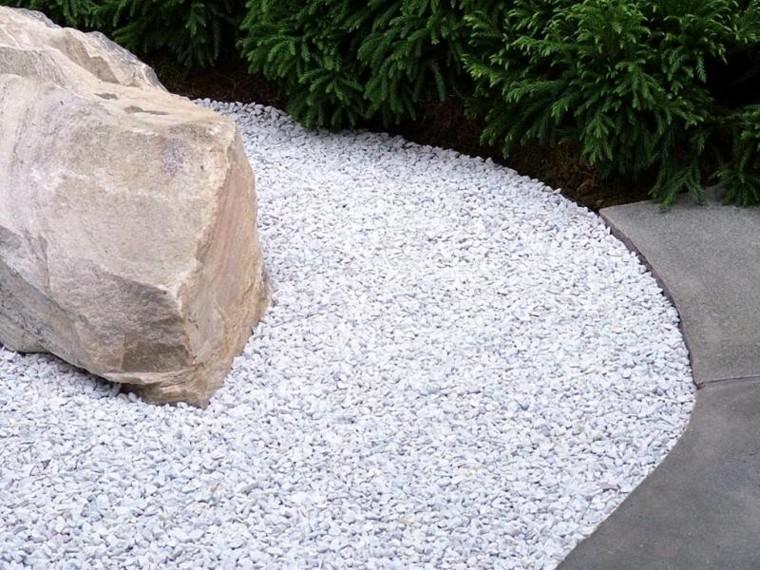 Paisajes bonitos y caminos de guijarros en el jard n for Caminos de piedra en el jardin