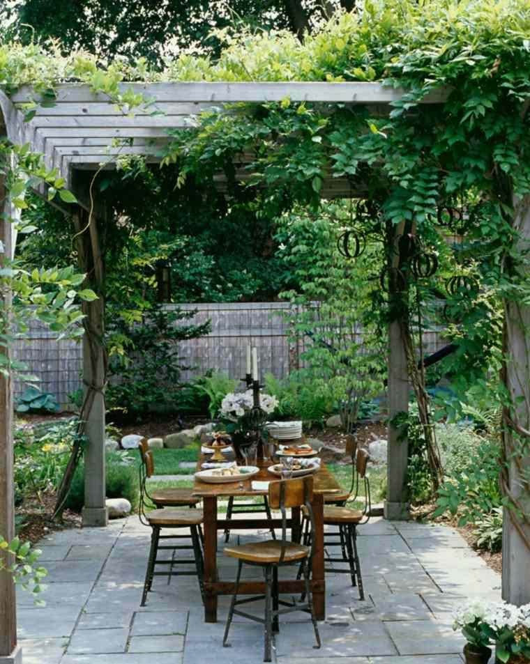jardin pergola plantas trepadoras mesa sillas madera ideas