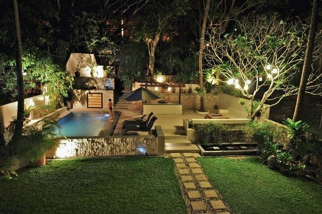 jardin piscina foto noche camino
