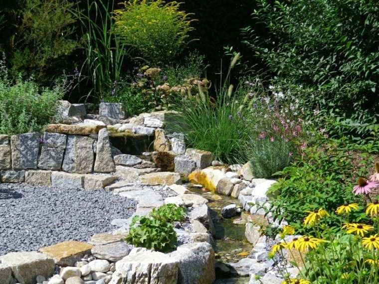 jardin riachuelo rodeado piedras grandes ideas