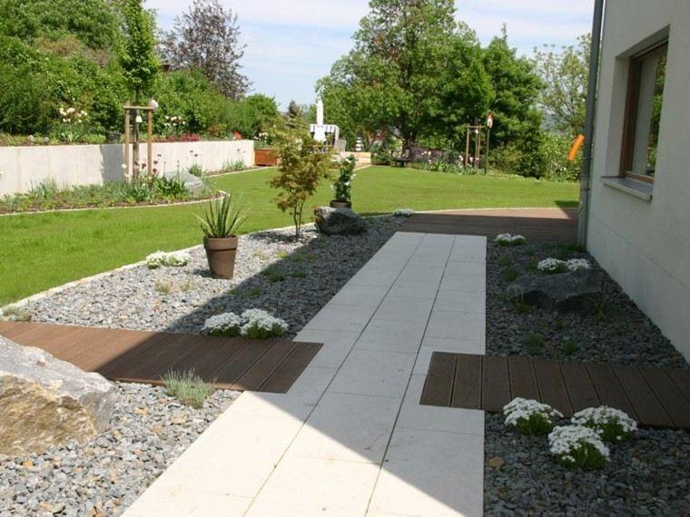 jardin sendero macetas barro madera