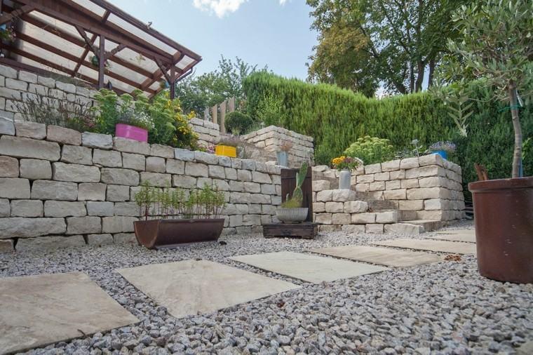 jardin suelo piedras macetas decorativas muros ideas