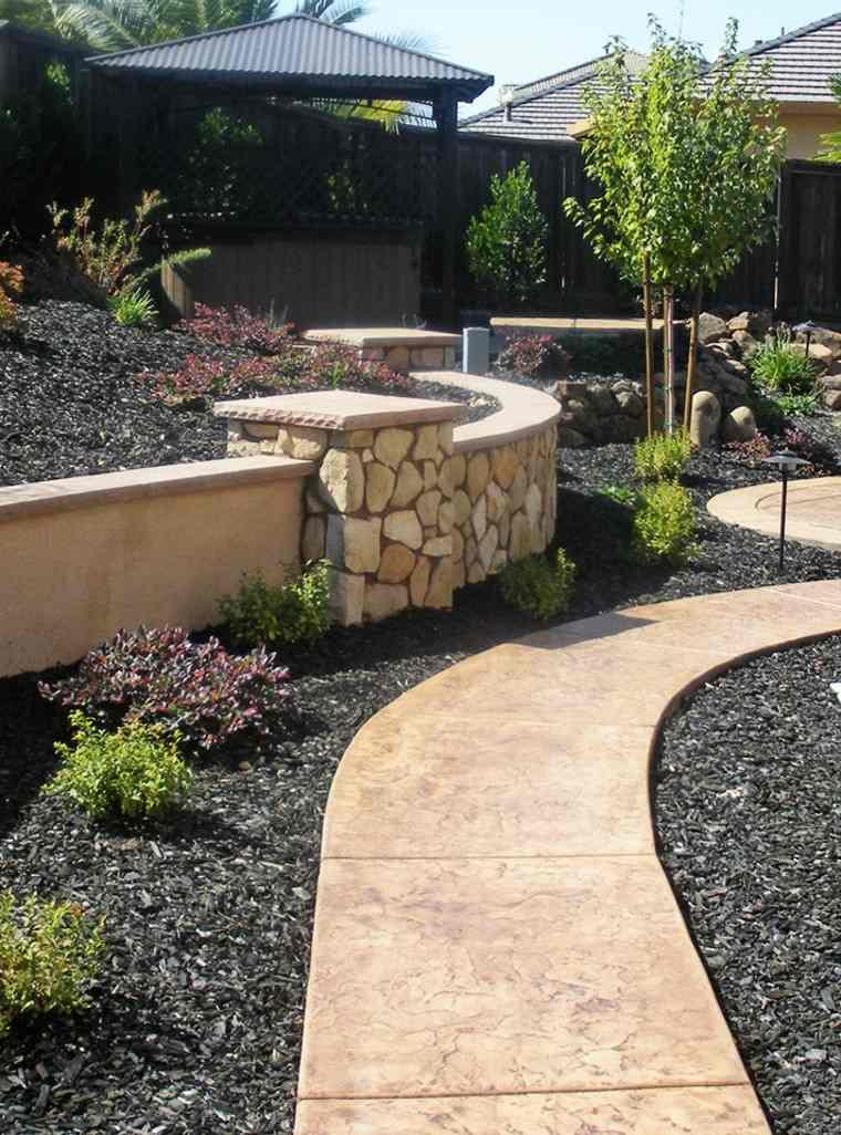 jardin trasero casa muralla piedras ideas