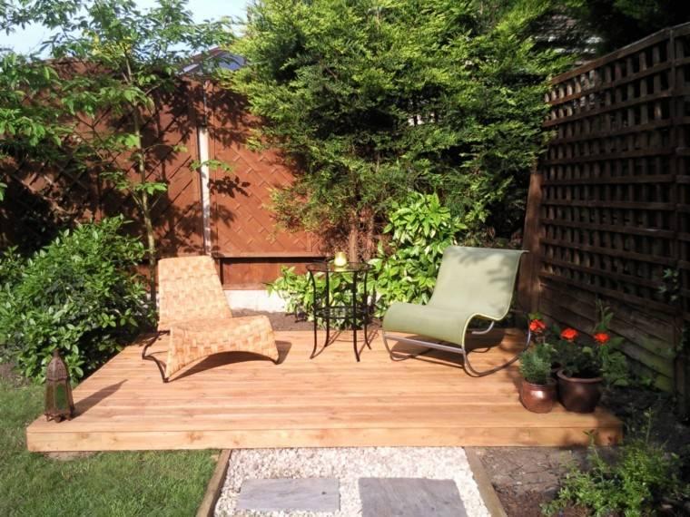 jardin trasero sillas comodas valla madera ideas