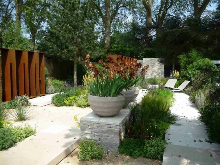 jardines plantas tumbonas patio pequeño