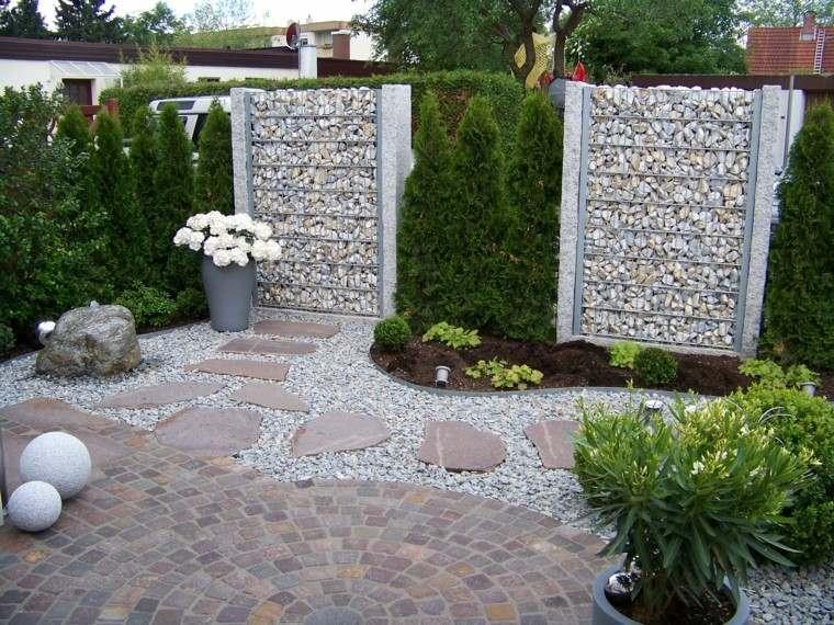jardines-y-terrazas-muralla-interesantes-macetas-grandes-pavimento