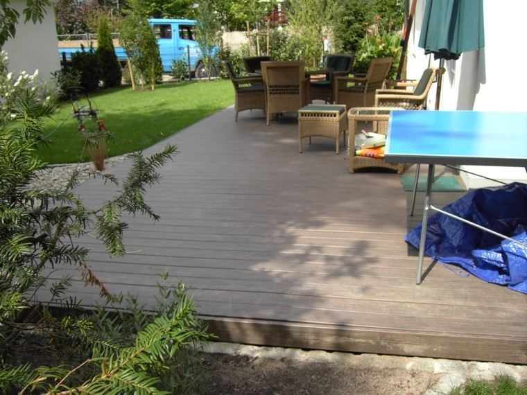jardines y terrazas suelo madera cesped muebles ideas