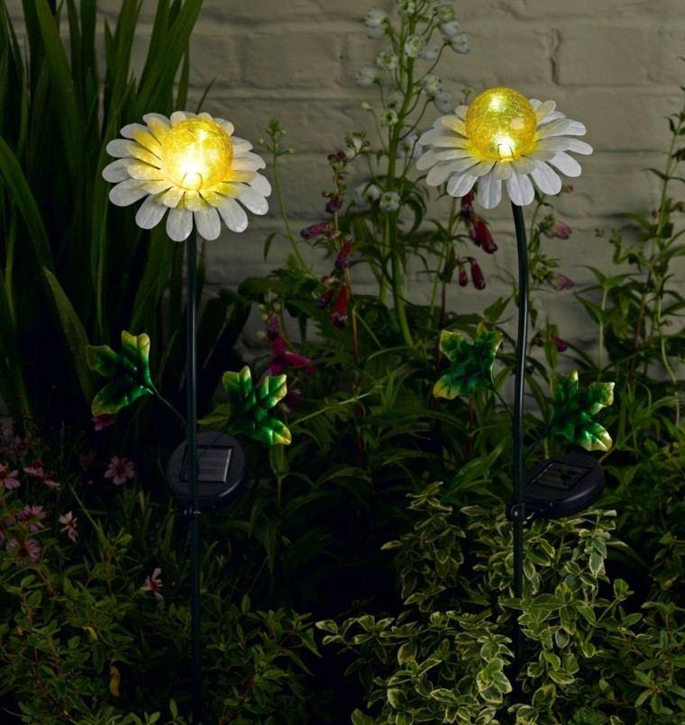 lamparas exterior flores margaritas jardin