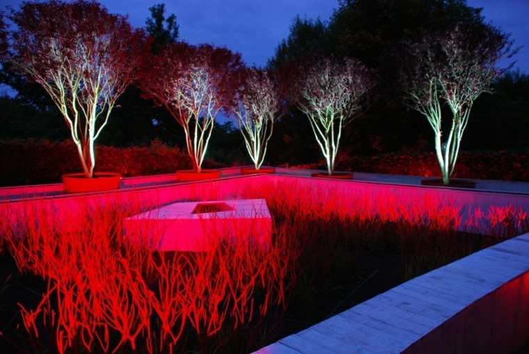 luces led jardin rojo intenso patio