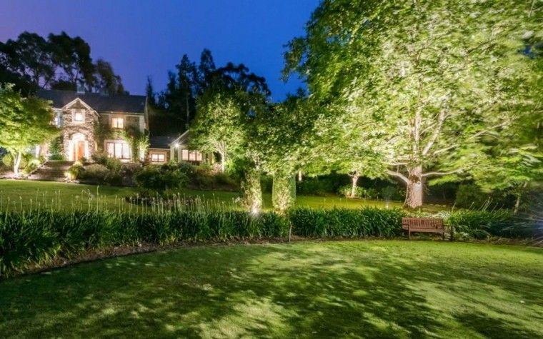 Luces led llena de color y vida tu espacio exterior for Luces jardin