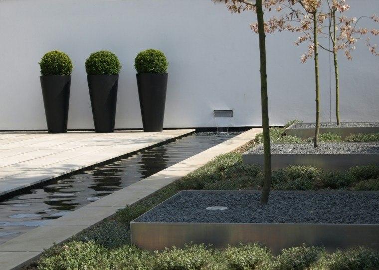 maceteros oscuros estanuqe muro jardineras