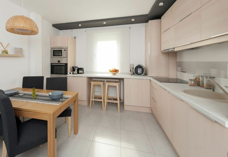 Blanco y madera cincuenta ideas para decorar tu cocina - Cocinas con azulejos beige ...