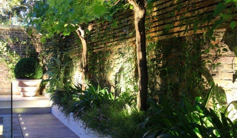 madera jardinera plantas flores muro madera