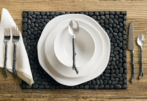 mantel cuadrado piedras negras planas