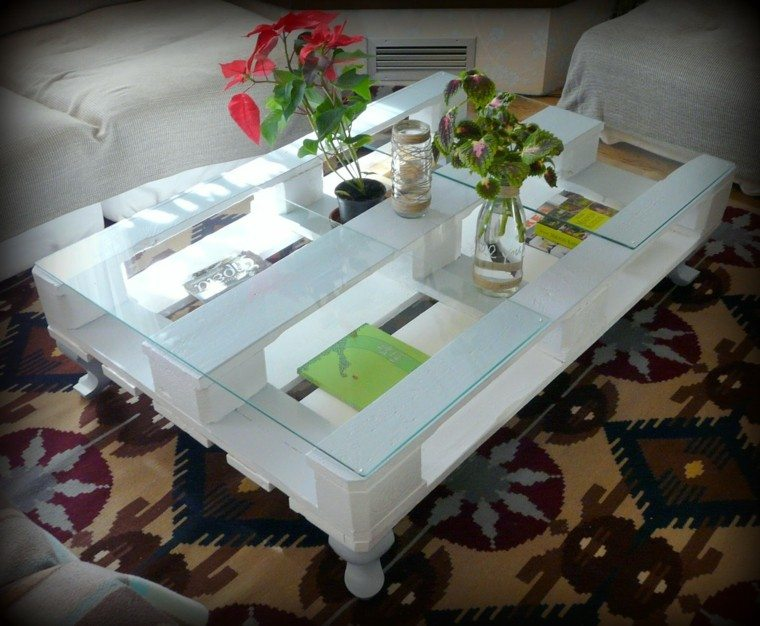 mesa blanco flores cristal rojo salon