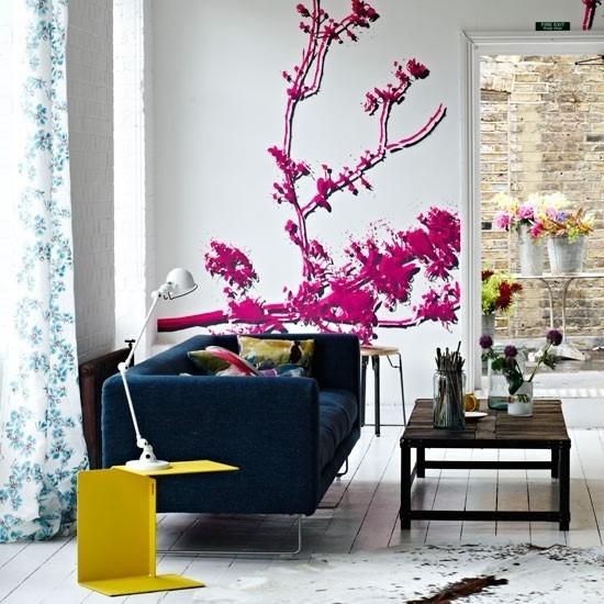 mesa cafe baja madera sofa azul salon ideas