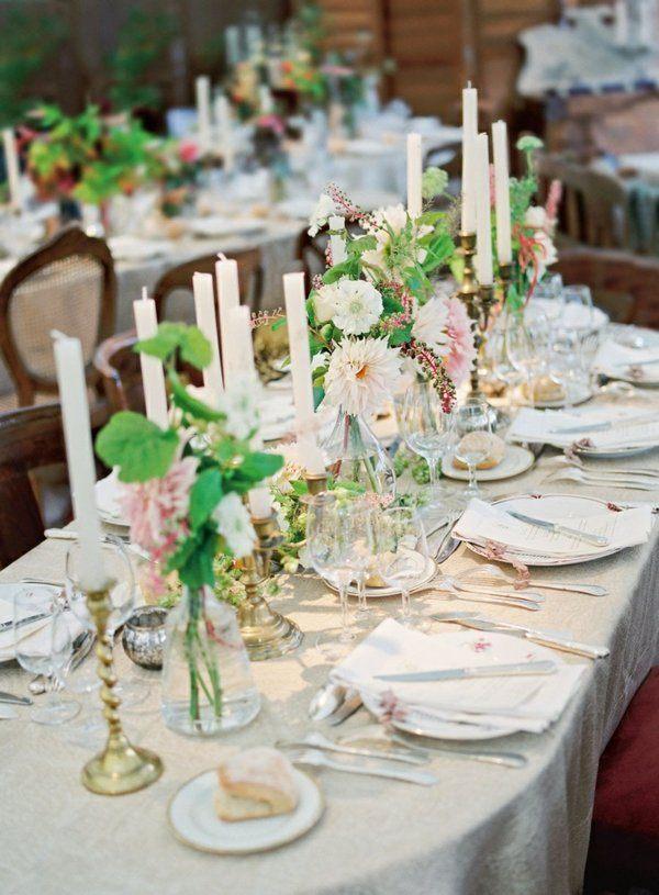 mesa decorada muchas velas