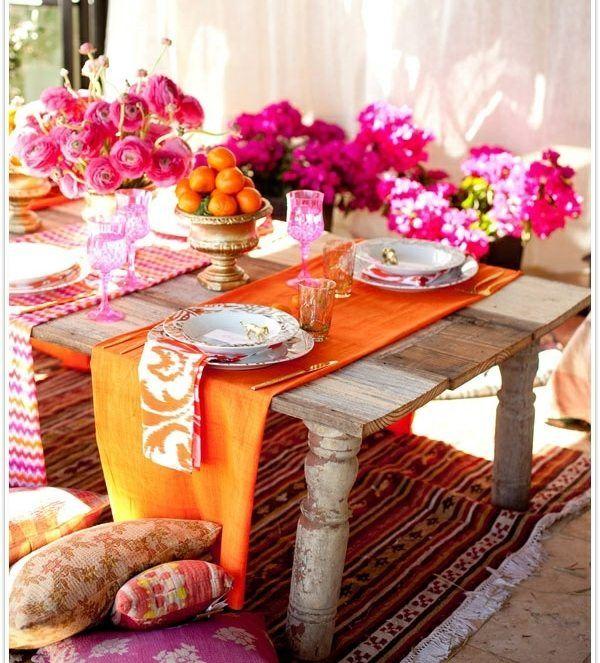 mesa madera mantel naranja flores