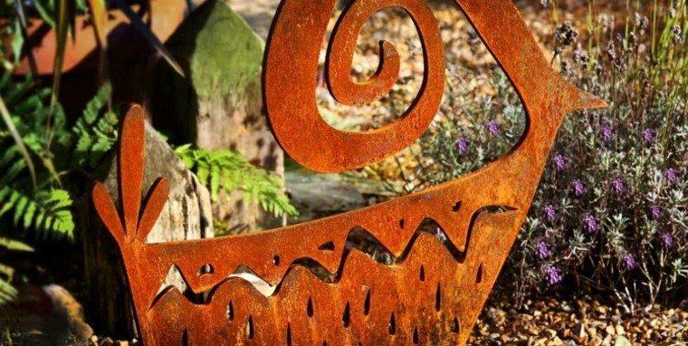metal herrumbre figura decorativa jardin ideas