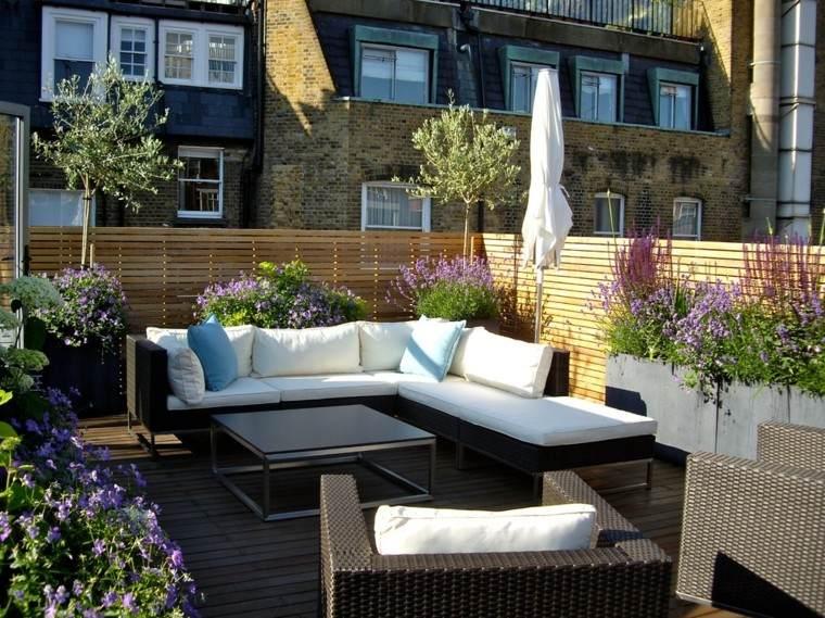 moderno ratan sillones patio muro jardinera