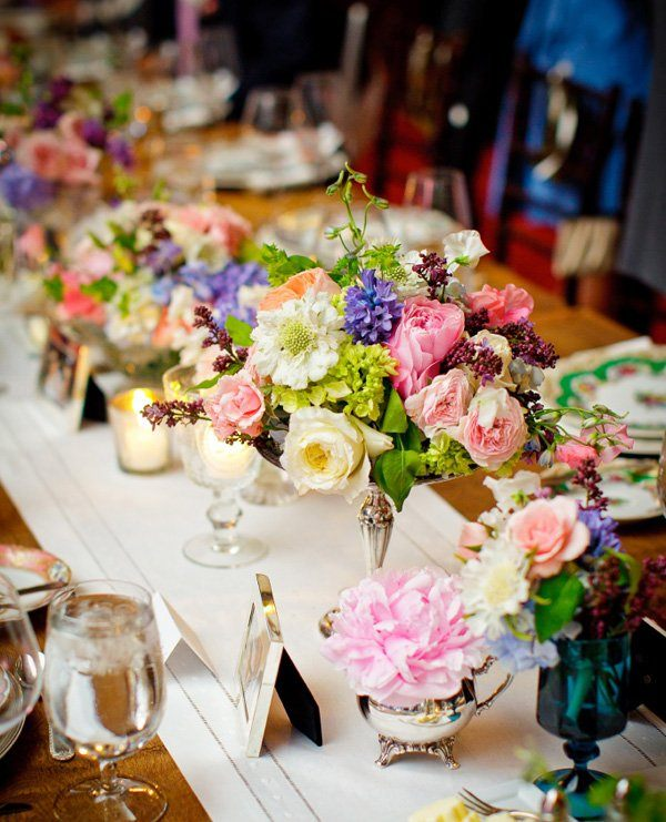 muchas flores colores centro mesa