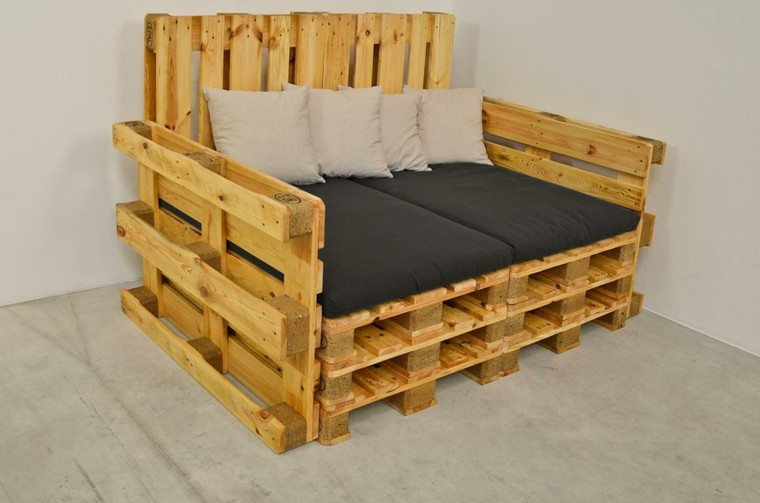 muebles hechos con palets cojines crema practico - Muebles Con Palets
