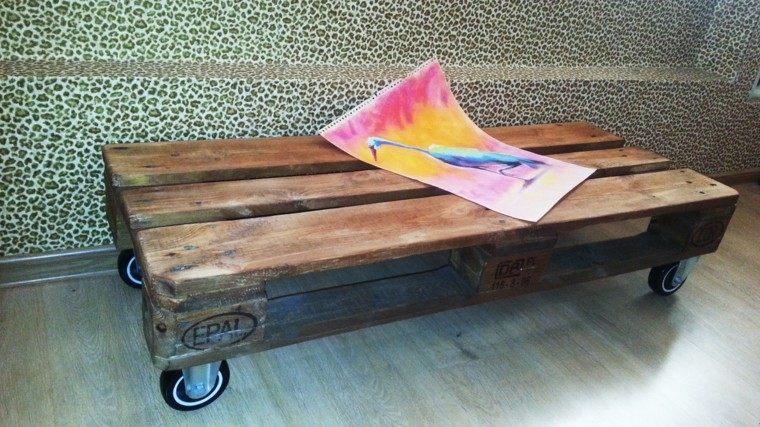 muebles hechos con palets mesa rueda madera