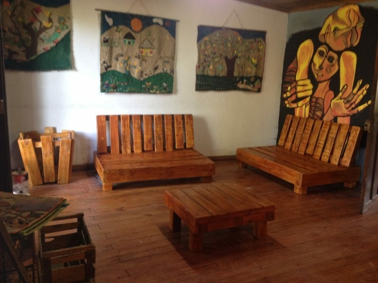 Muebles hechos con palets de madera cincuenta ideas for Mobili wooden art